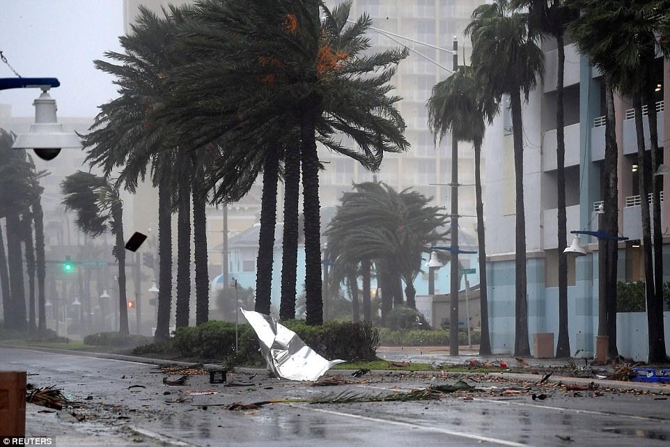 إعصار ماثيو يقتل أكثر من 800 شخص في هايتي I.dailymail.co.uk_i_pix_2016_10_07_14_39315A3300000578_3826209_image_a_71_1475845794679